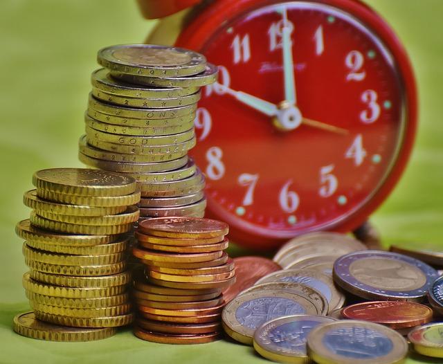 mince a červené hodiny