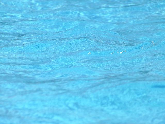 tyrkysově modrá voda.jpg